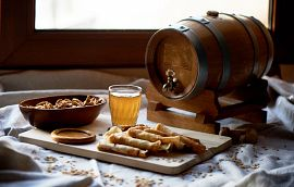 Mead Beverage Oak Barrel Snacks Getty Image