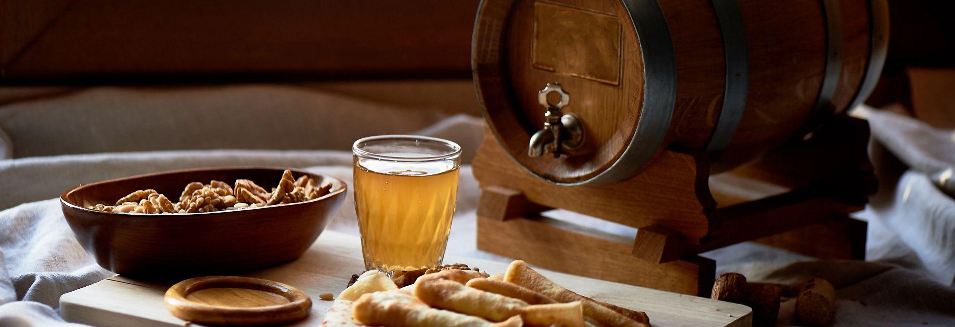 Mead Beverage Oak Barrel Snacks Getty Image
