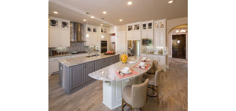 Kitchen with 2 islands