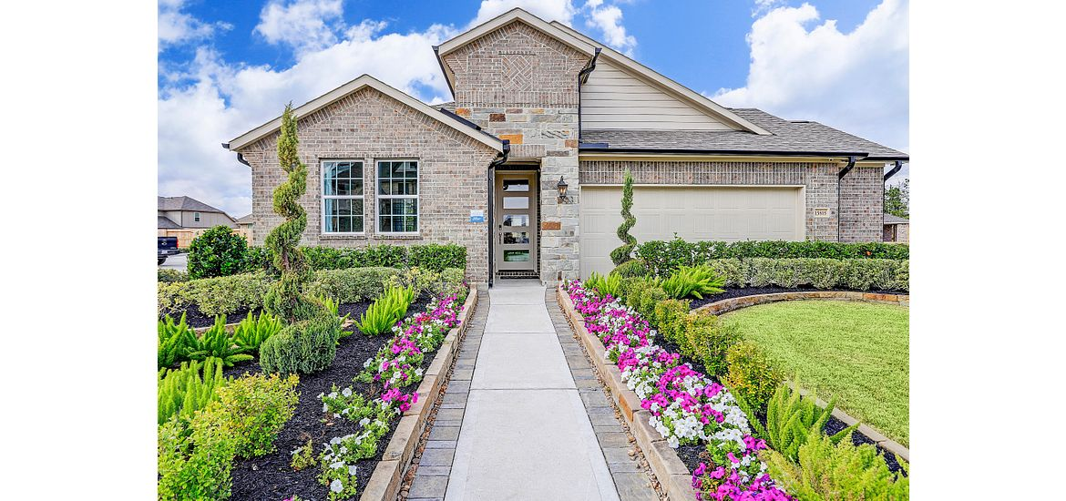 Front exterior of plan 4039 model home in Balmoral