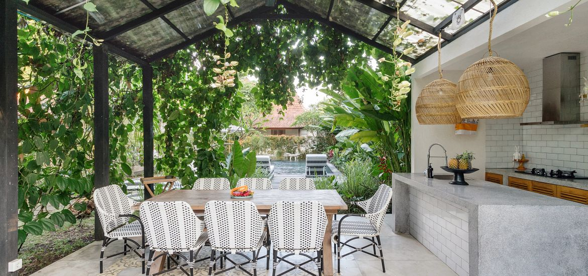 Outdoor Dining Table Chairs Open Kitchen Getty Images