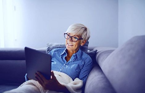 Woman on the couch with a Tablet