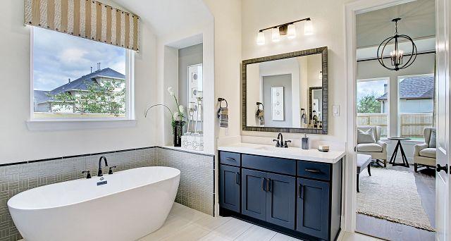 Cane Island Plan 6020 Owner Bathroom