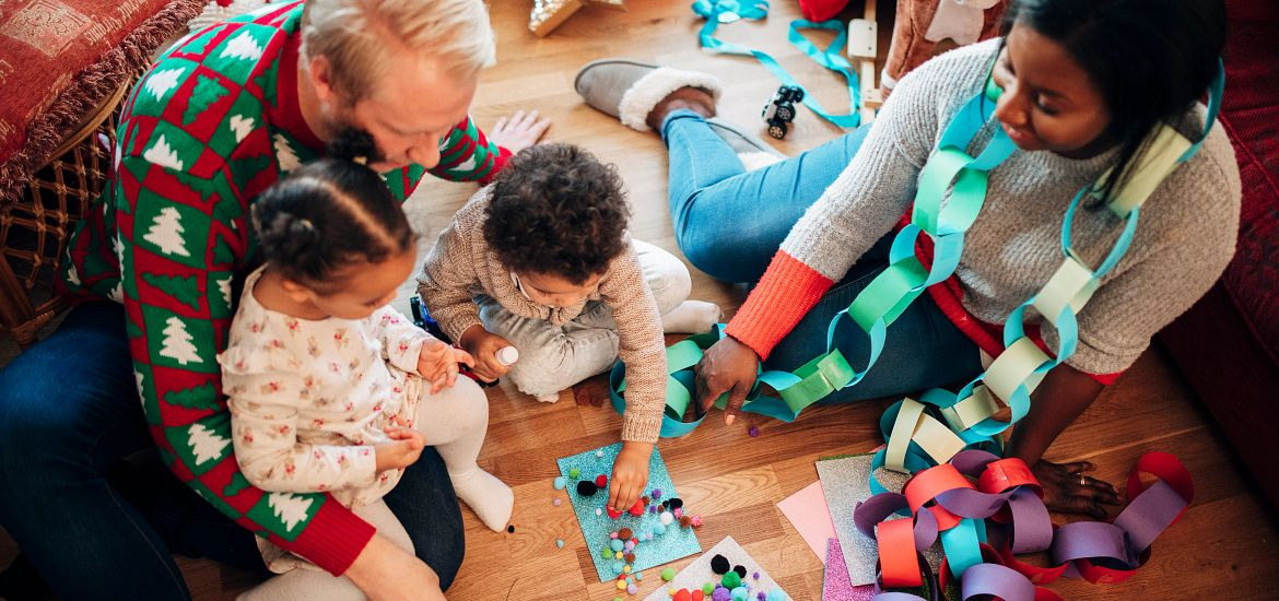 Family Paper Chain Holiday Getty Images